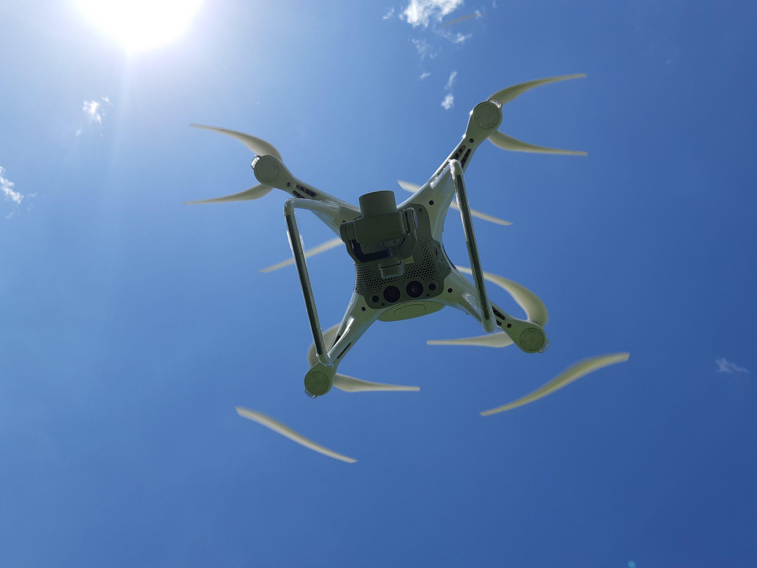 DRONE DESDE ABAJO